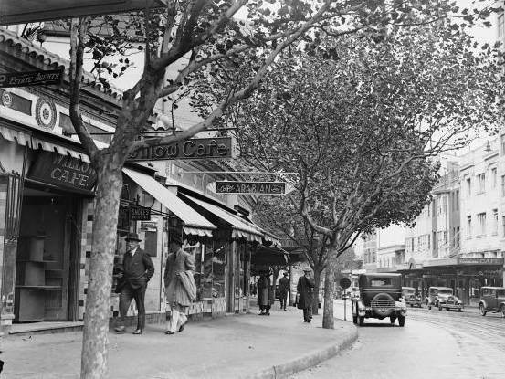 Cafes and shops in Kings Cross, Sydney, 1933. Photo: National Library of Australia.